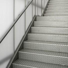 Welke verf gebruik je voor het verven van een trap for Houten trap behandelen