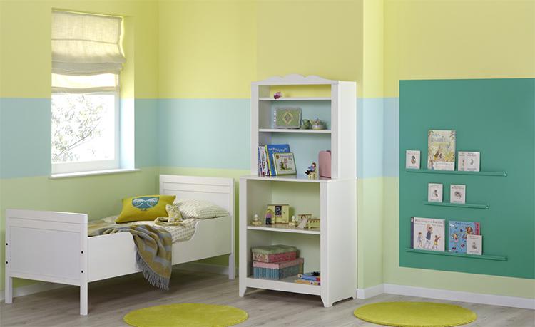 Rustgevende Kleuren Slaapkamer Baby: Slaapkamer met grijze boxspring ...