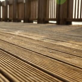 Welke verf gebruik je voor een vloer of trap buiten te for Trap buiten hout