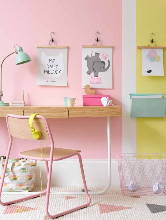 roze-en-geel-kinderkamer